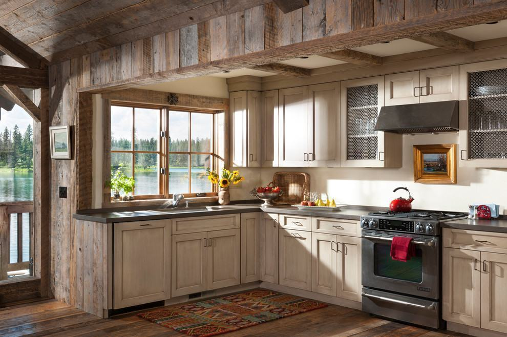 Cozinha rústica com tons de cor creme