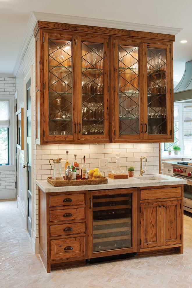 Armários de madeira na cozinha rústica
