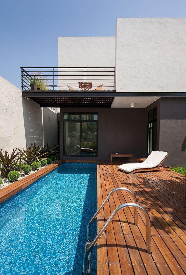 Para a piscina estreita e comprida siga a mesma proposta para o piso