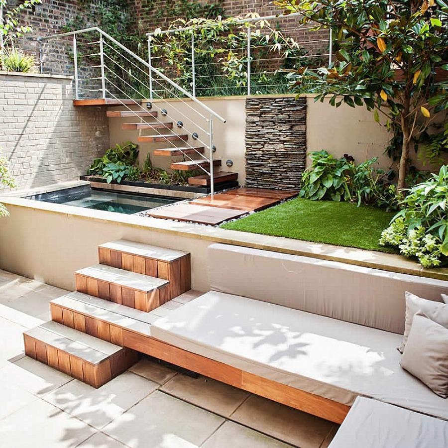 Tanto o piso como a estrutura da escada e o banco ganharam o deck como revestimento