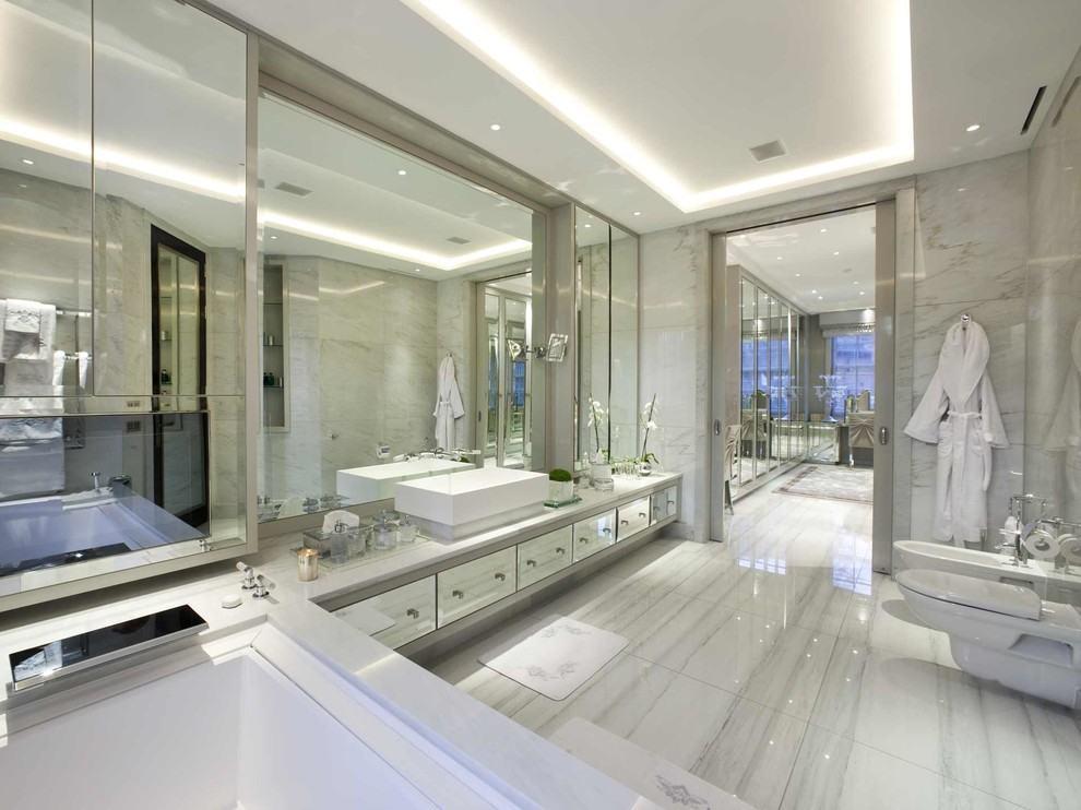 Casas Luxuosas e Chiques 72+ Modelos e Fotos Incríveis -> Banheiro Com Banheira E Tv