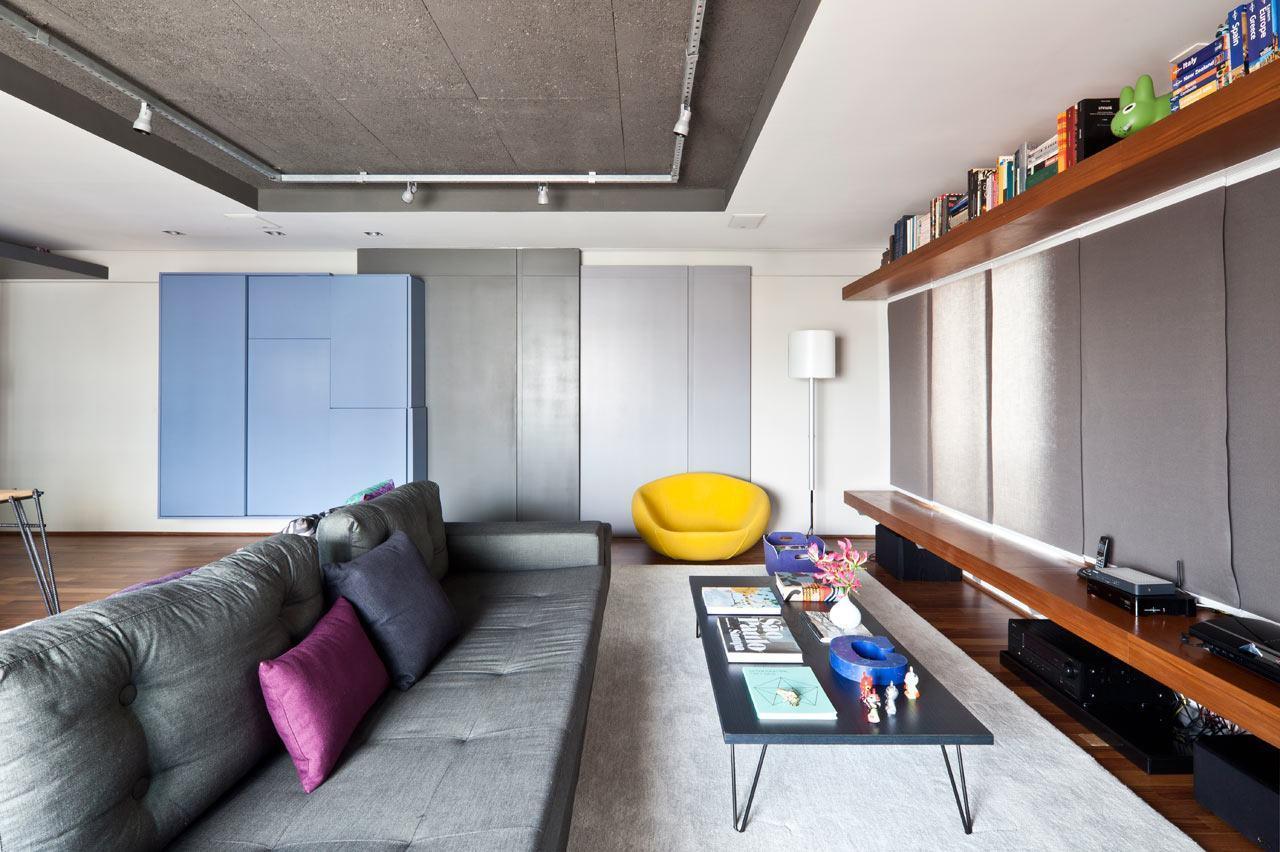 Os toques coloridos levam personalidade a sala de estar