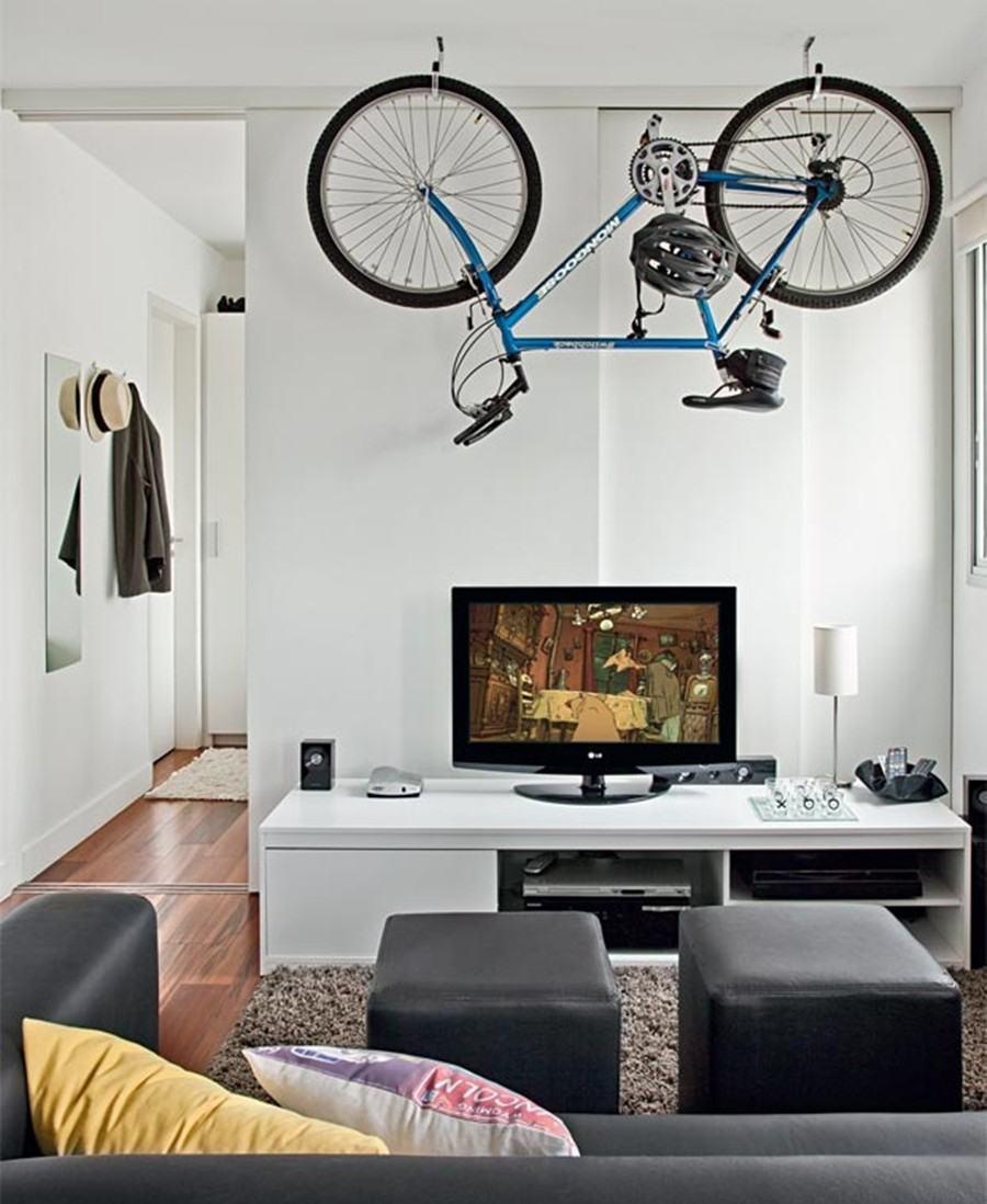 Que tal colocar a bicicleta como item decorativo na sala?