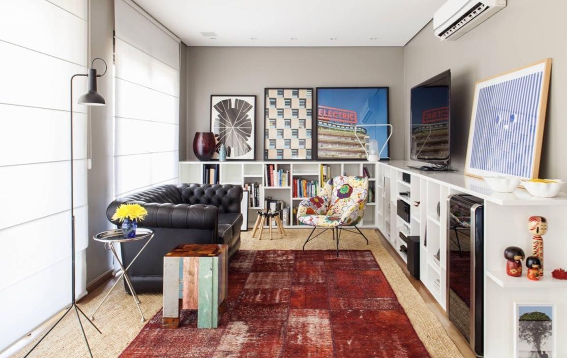 Em salas decoradas: o sofá é um móvel característico de uma sala, por isso o modelo deve comportar os moradores e o estilo pessoal
