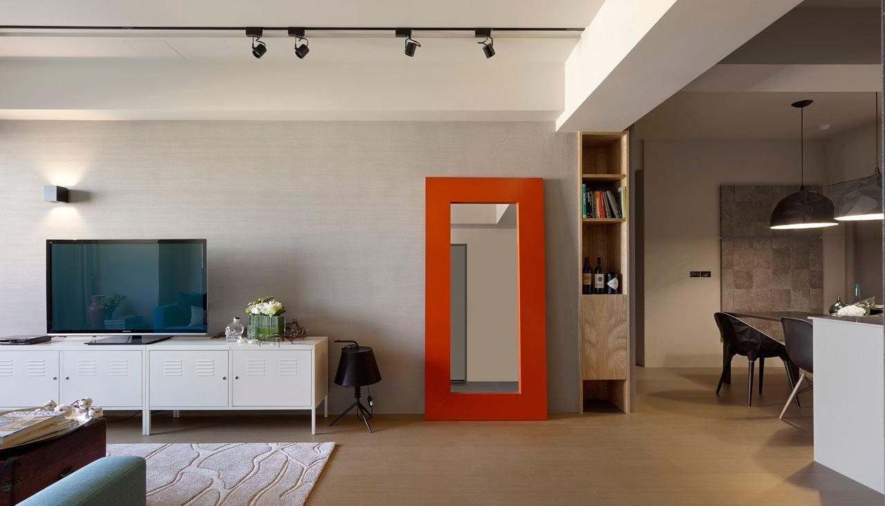 Em salas decoradas: o toque industrial da sala fica por conta do trilho de iluminação e o aparador metálico