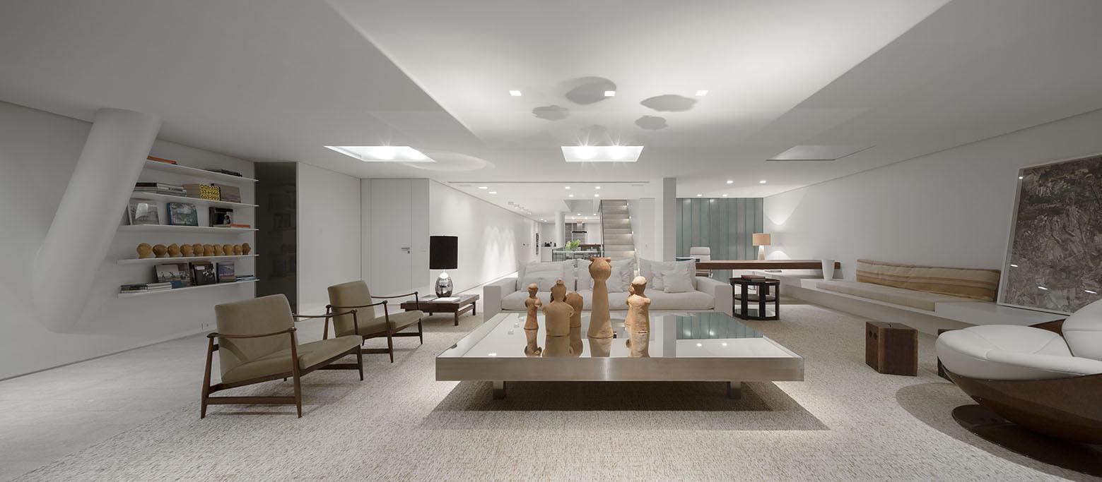 Sala De Estar Luxo ~ Imagem 6 – O móvel central dessa sala, além de funcional, levou