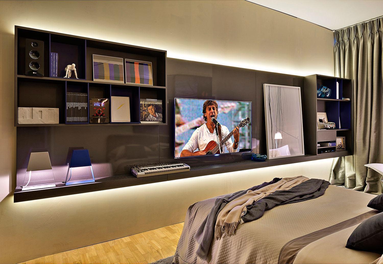 Painel de TV para quarto de casal.