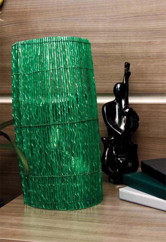 Moldura para lâmpadas feita com garrafas PET