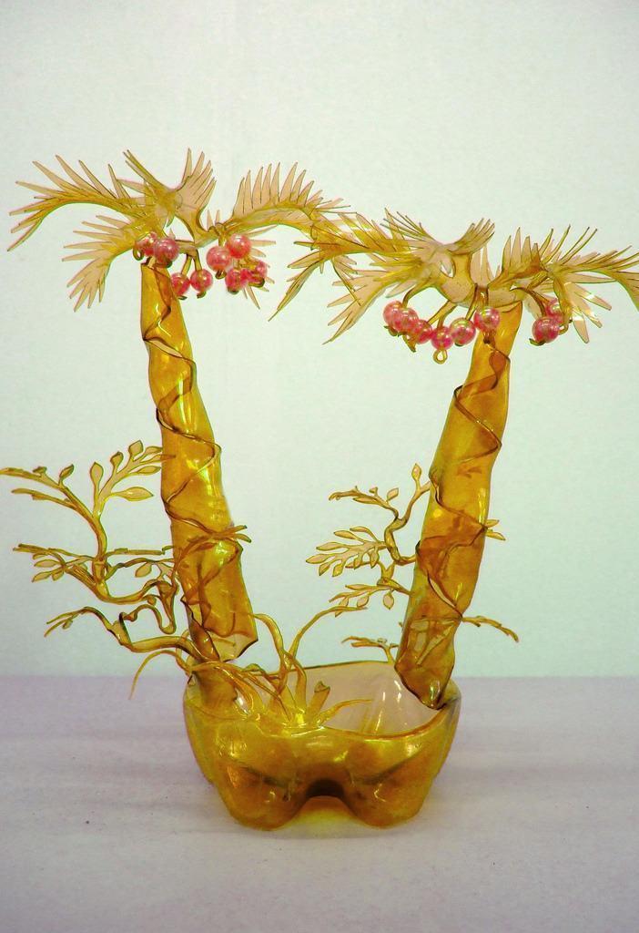 Artesanato com garrafa PET: vaso criativo feito com plástico amarelo de garrafas PET