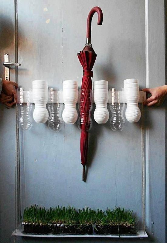 Suporte para guarda-chuvas feito de garrafa PET