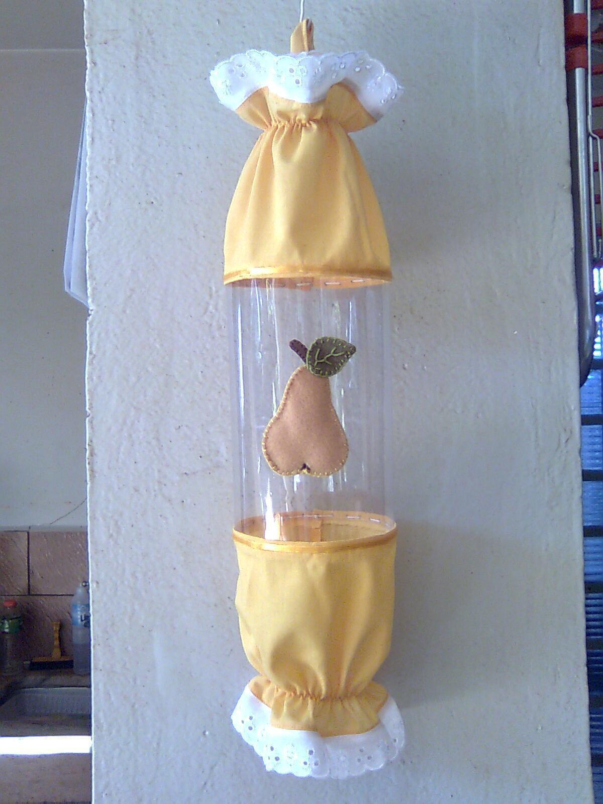 Um simples puxa-saco com tecido e garrafa PET
