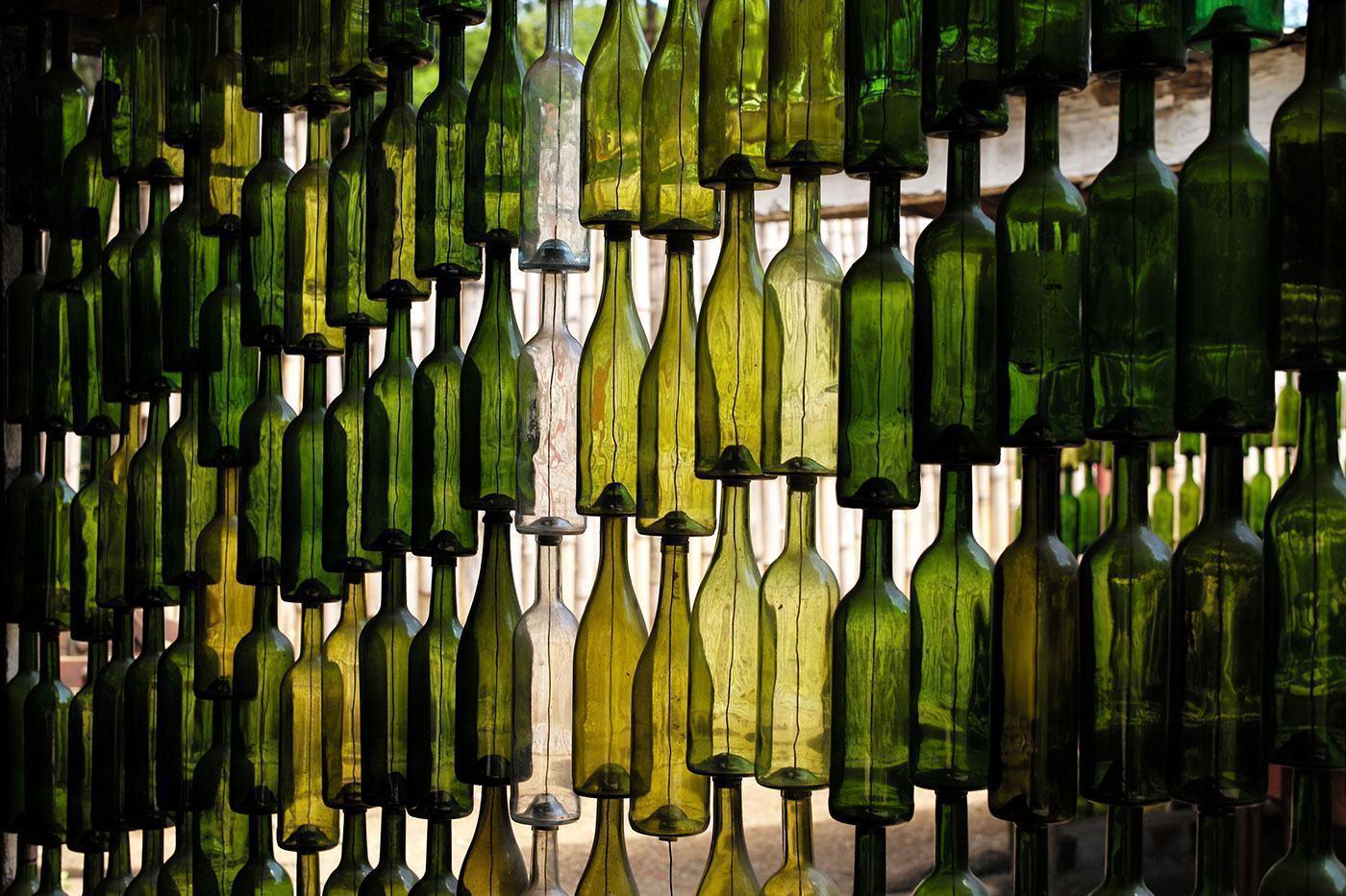 Mais um exemplo de garrafa sobre garrafa.