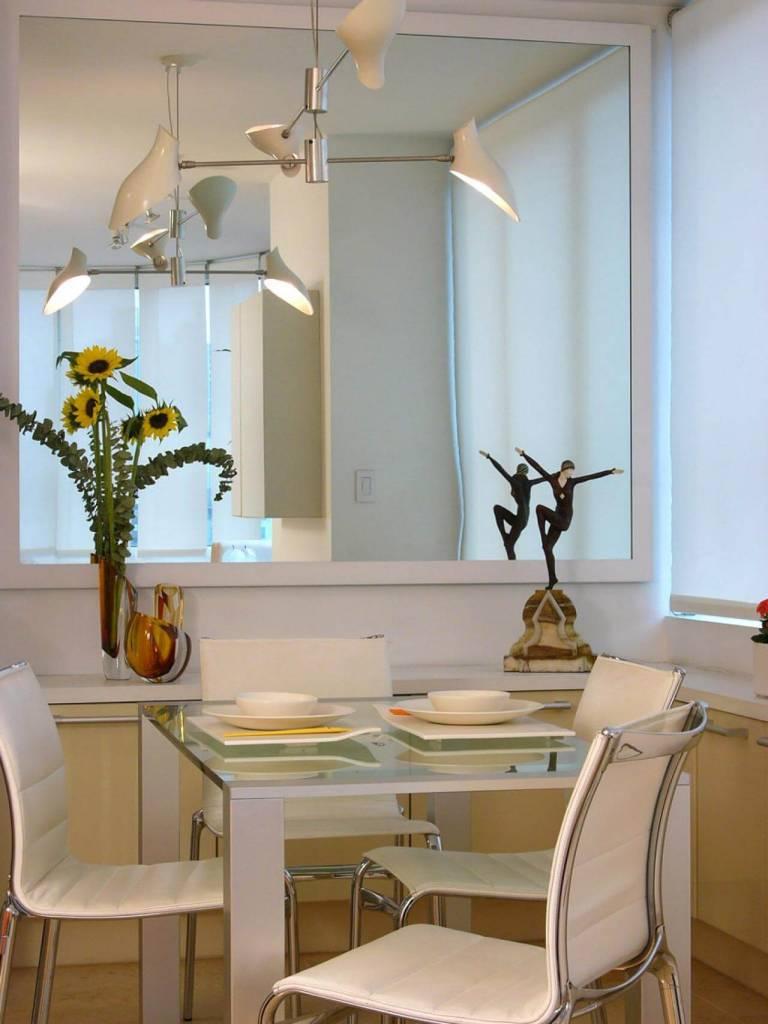 Mesa De Vidro 60 Modelos De Jantar Redondos 4 E 6 Cadeiras -> Sala De Jantar Pequena Com Espelho Na Parede