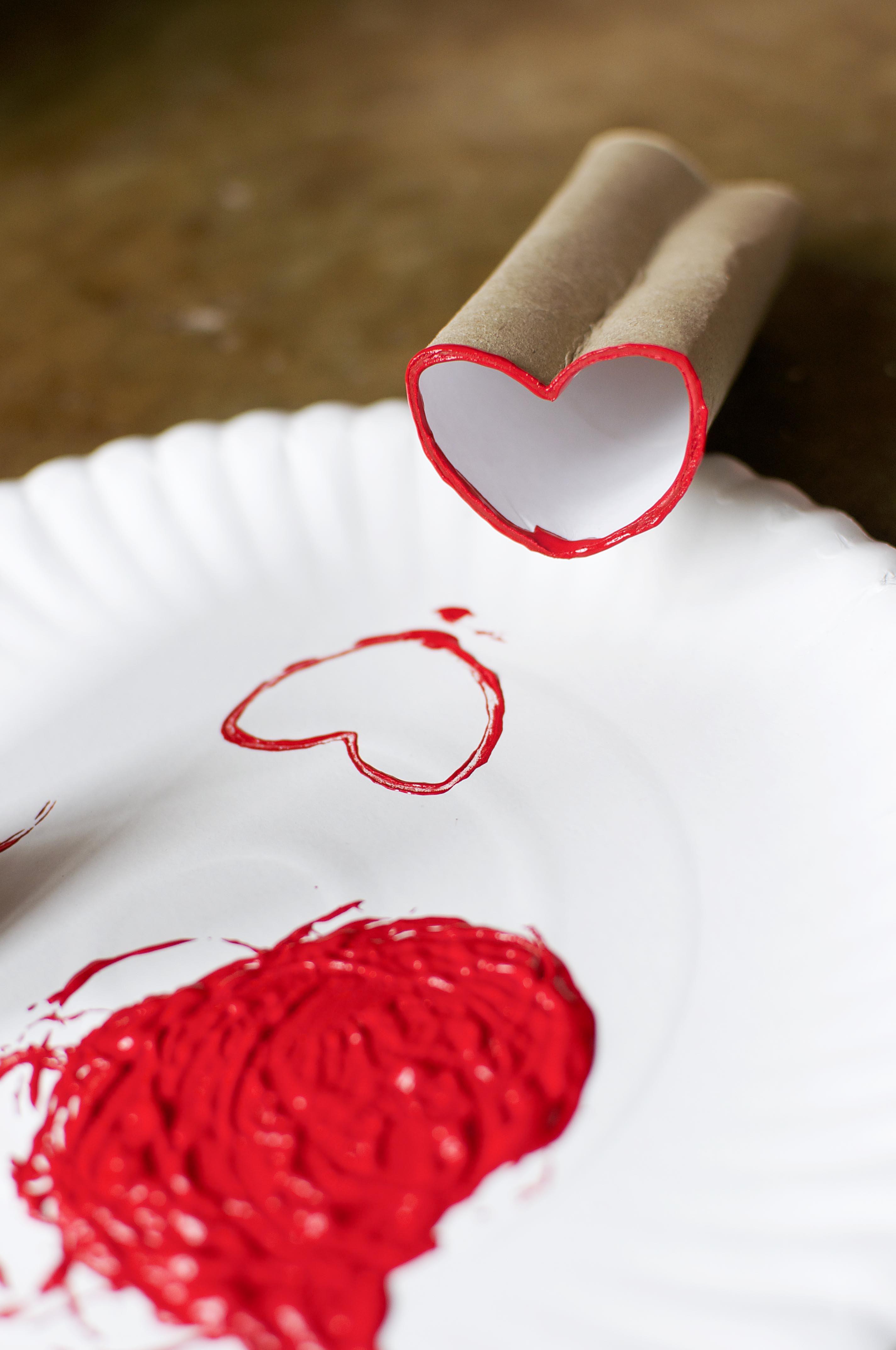 Você pode formar um coração com uma pequena dobra no material.