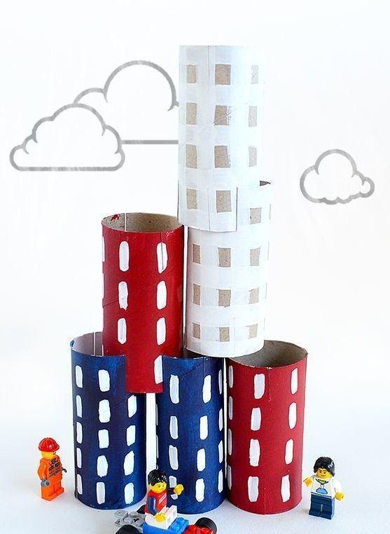 Prédios para compor com o brinquedo Lego.