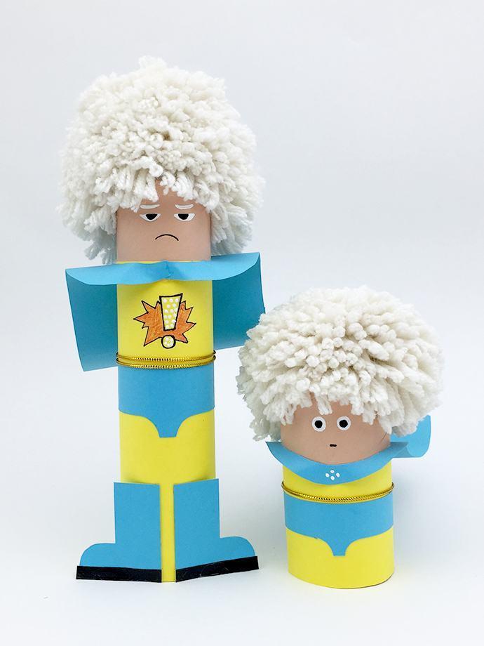 Personagens feitos com rolo de papel higiênico.