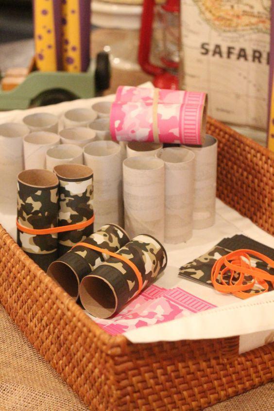 Potes estampados feitos com rolo de papel.