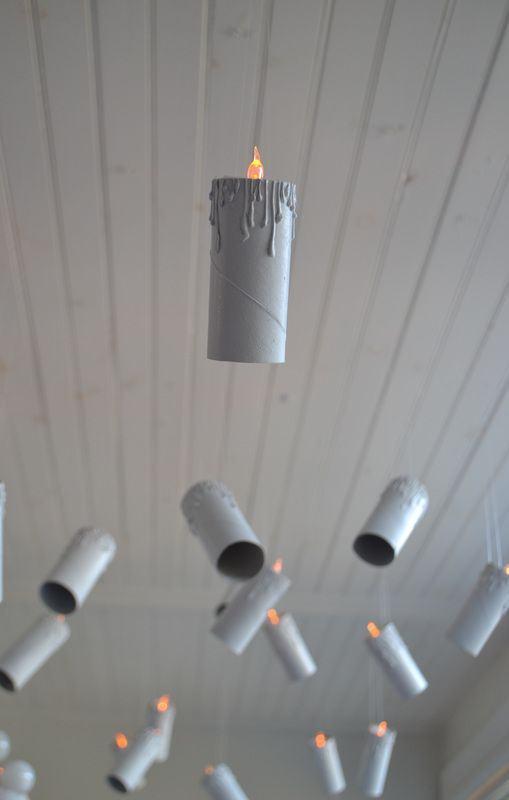 Enfeite para colocar como iluminação feito com rolos de papel.