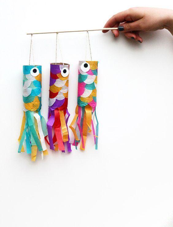 Lulas divertidas e coloridas feitas com rolo de papel.