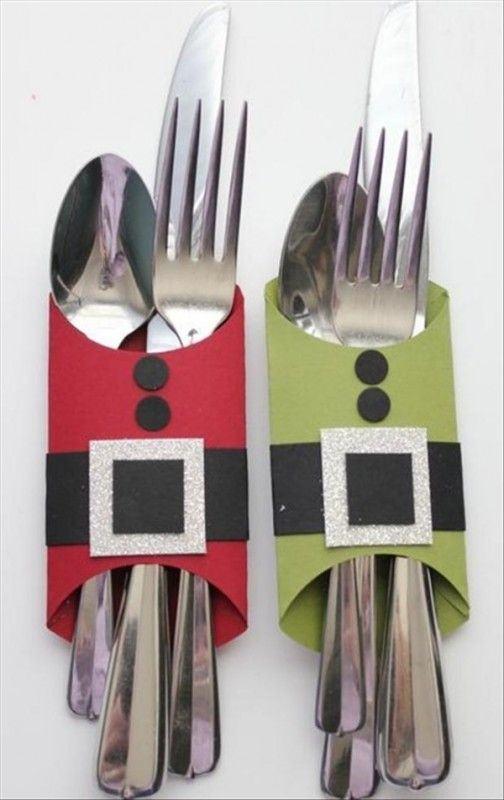 Porta talheres simples feitos com rolo de papel pintados na cor verde e vermelha.