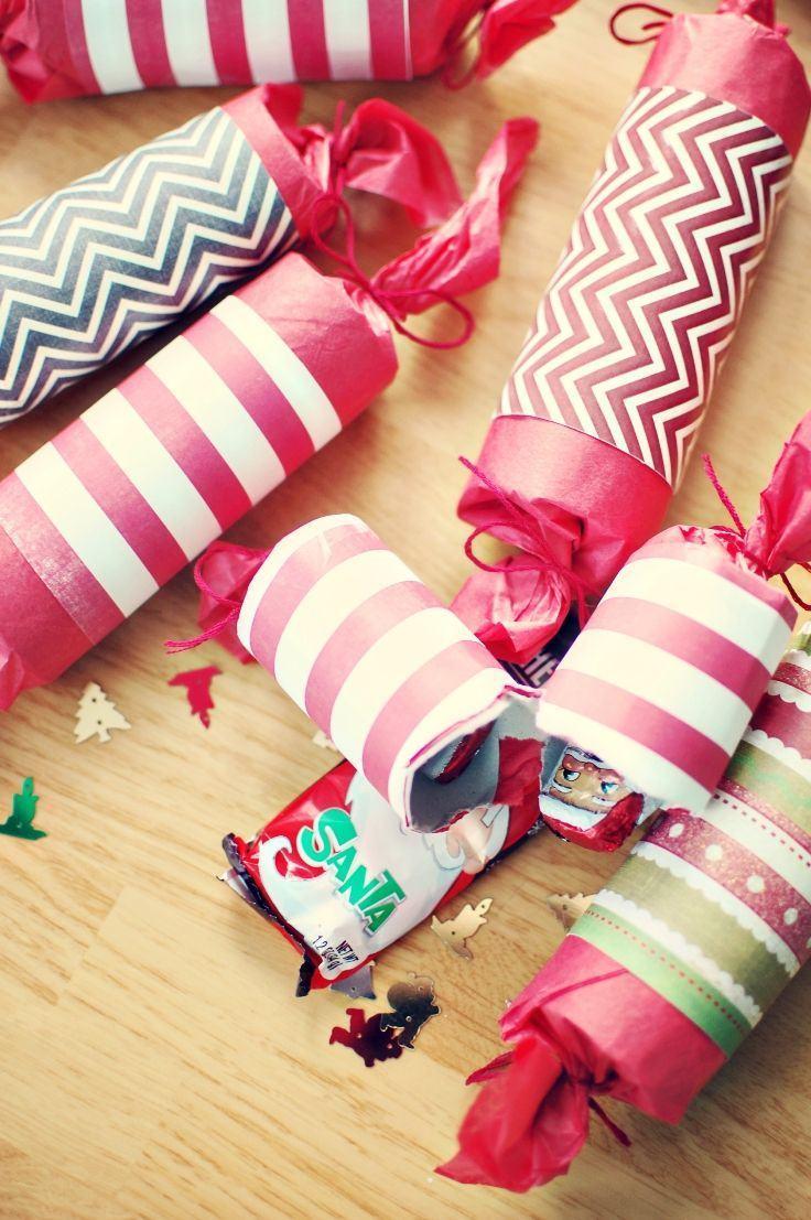 Embalagens para o natal feitas com rolos de papel.