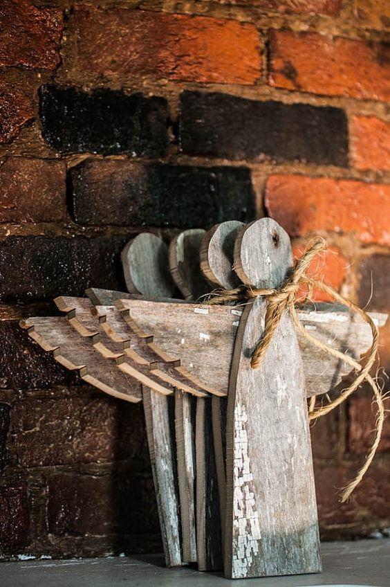 Anjinhos feitos com madeira.