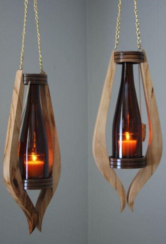 Luminária de madeira com vidro.