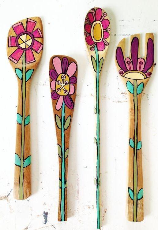 Colheres de pau e utensílios personalizados com ilustrações. Uma bela referência.