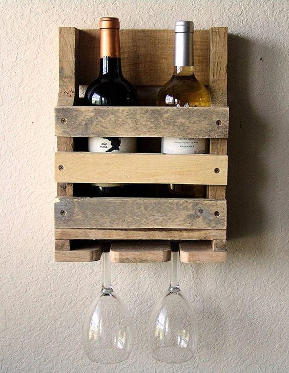 Suporte para garrafas de vinho na parede.