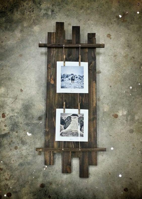 Mural de fotografias para a parede feito em madeira.