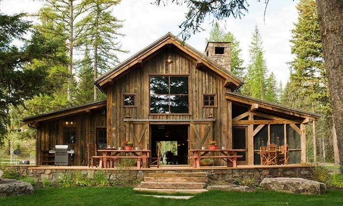 Casa com madeira de demolição