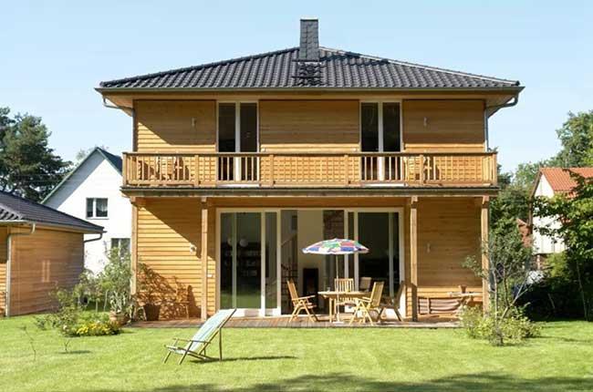 Casa de madeira simples e aconchegante