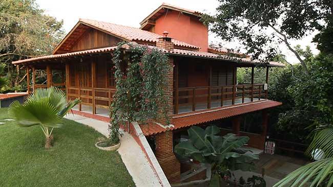 Casa com mescla em tipos de construção