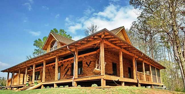 Casa de madeira típica de fazenda