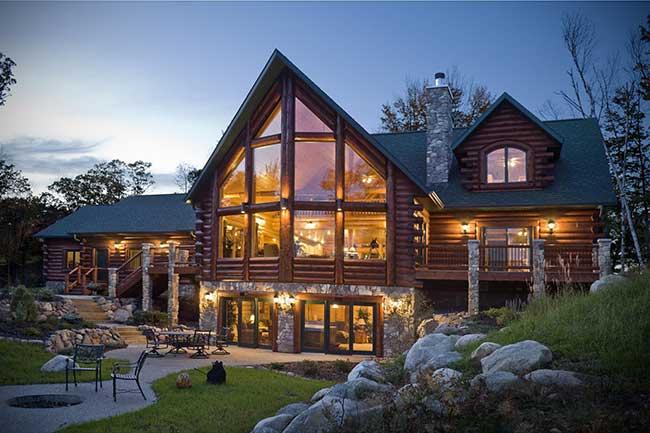 Detalhes da casa com madeira roliça