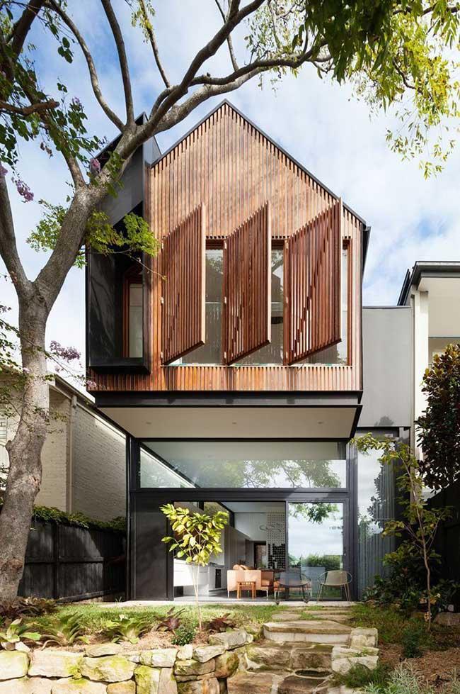 Uso diferenciado da madeira na fachada