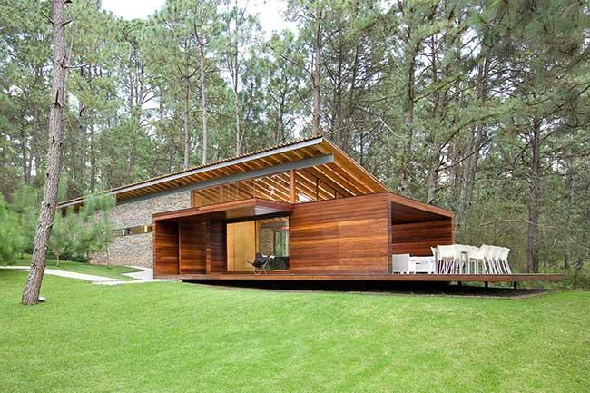 Inspiração para casa de madeira de campo em vidro