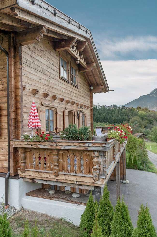 Casa com varanda de chalé