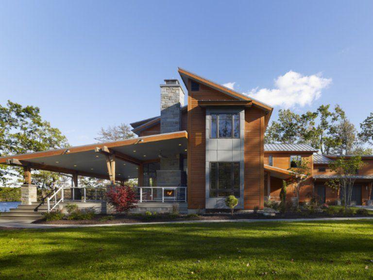 Fachada de casa de campocom cobertura em madeira