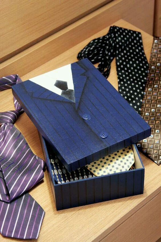 Caixa masculina para guardar gravatas