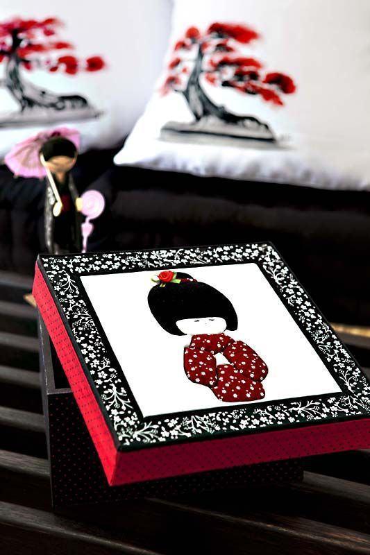 Uma versão de caixa com tema gueixa oriental