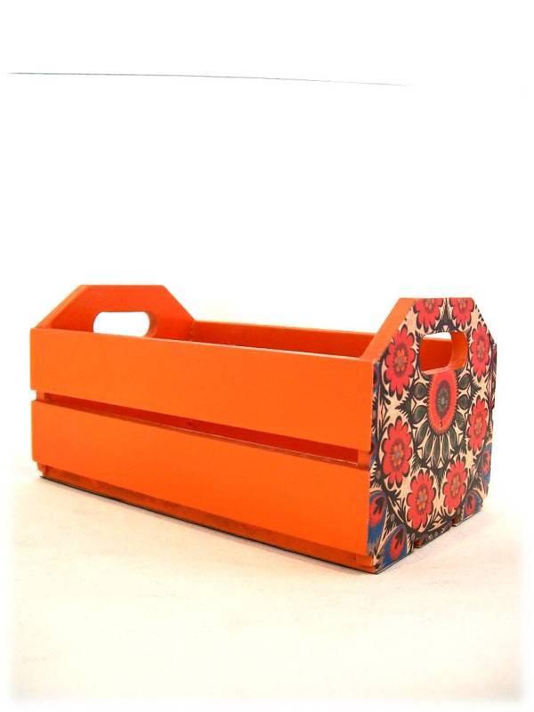 Caixa de MDF para revistas com cor vermelho vibrante e desenhos de flores na lateral