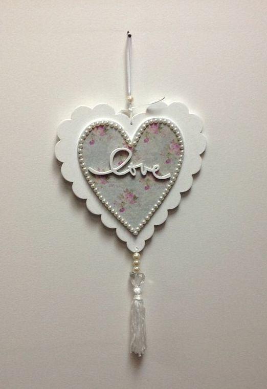 Coração feito com MDF decorado para pendurar na parede