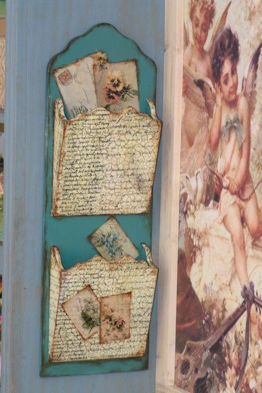 Exemplo de suporte de parede para guardar envelopes e outros papéis