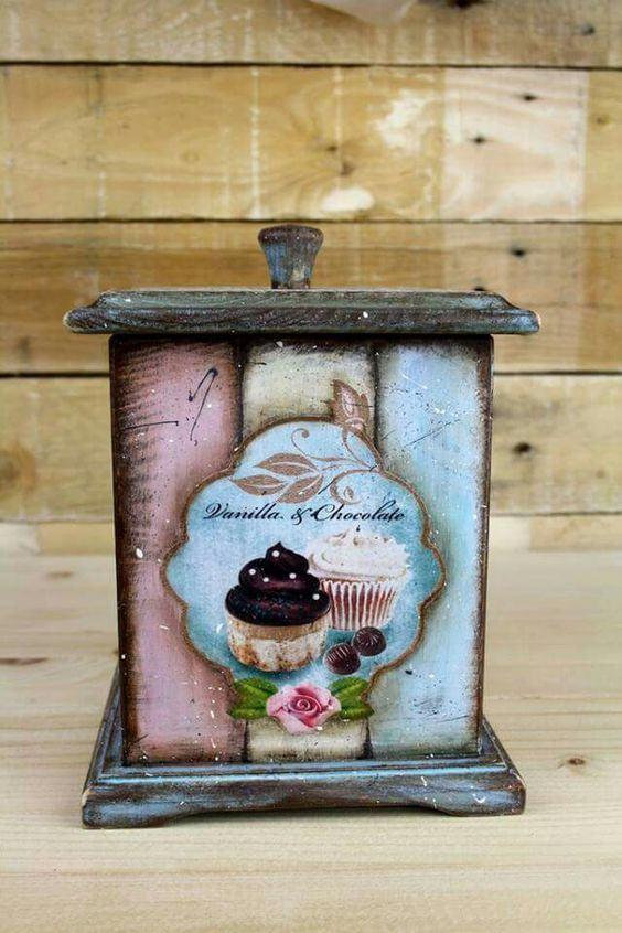 Caixa de MDF pintada com efeito de madeira envelhecida