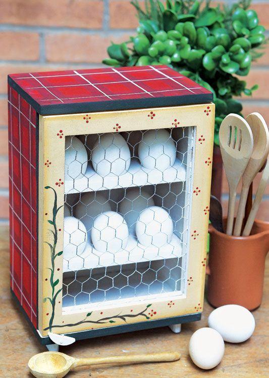 Pequeno armário em MDF colorido para guardar ovos de galinha