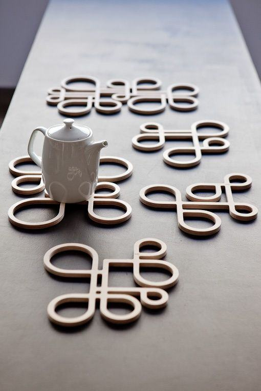 Apoio para panelas e chaleiras feitos com MDF em formato diferenciado