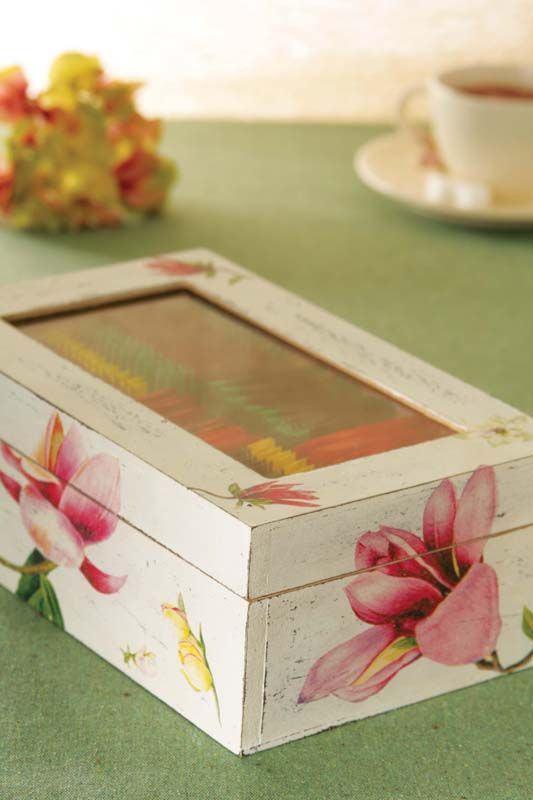 Caixa de MDF pintada com tampa de vidro para guardar chás