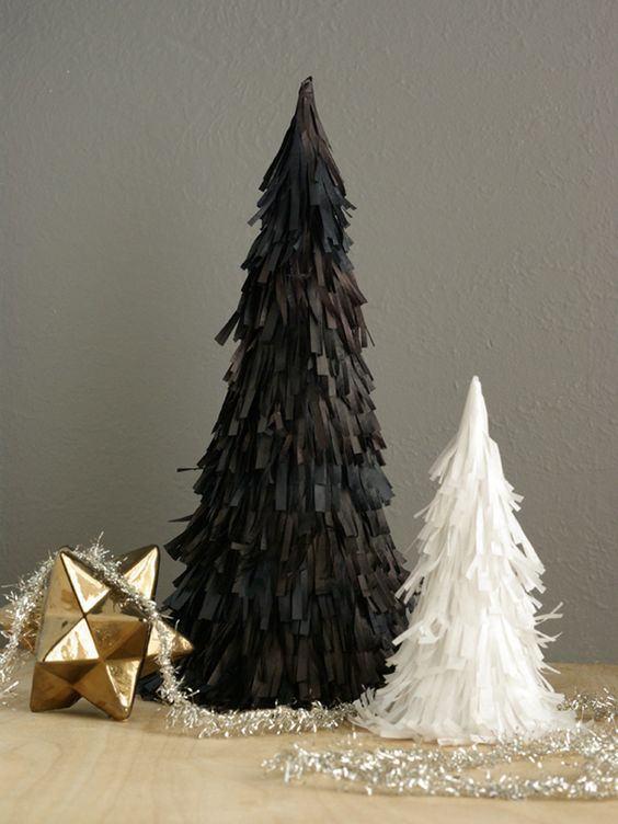 Árvores preta e branca de papel