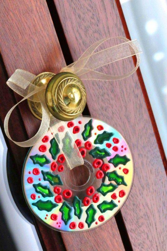 Enfeite de natal para a porta de entrada feito com CD velho